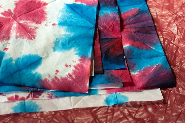 DIY Tie Dye Projects and Crafts - Three Patriotic Garland Ideas - Cool Tie Dye Ideas for Shirts, Socks, Paint, Sheets, Sharpie, Food and Recipes, Bags, Tshirt and Shoes - Fun Projects and Gifts for Adults, Teens and Teenagers http://diyprojectsforteens.com/diy-tie-dye-ideas