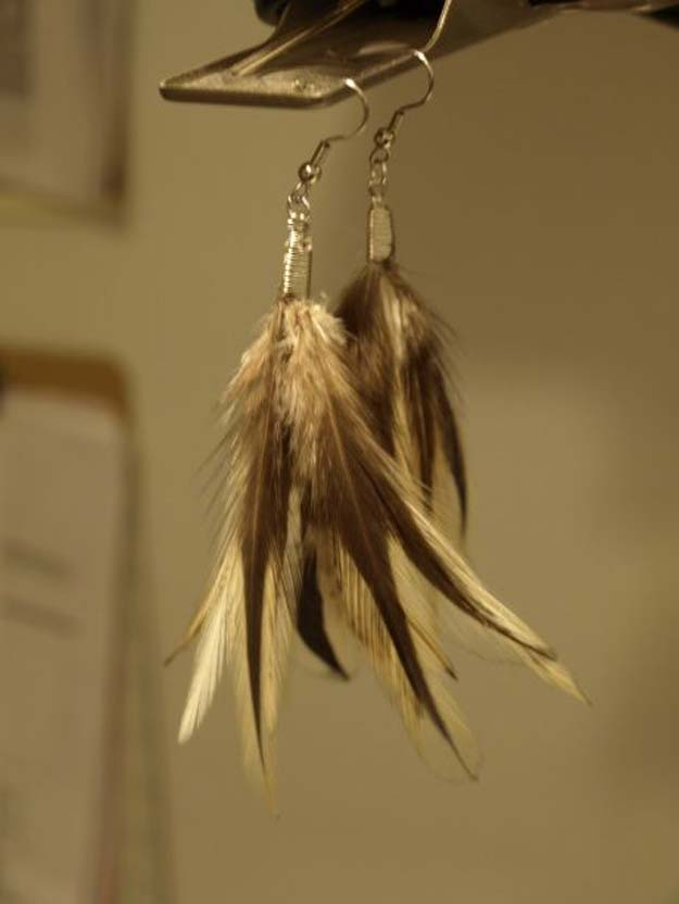 DIY Earrings and Homemade Jewelry Projects - Feather Earrings - Easy Studs, Ideas with Beads, Dangle Earring Tutorials, Wire, Feather, Simple Boho, Handmade Earring Cuff, Hoops and Cute Ideas for Teens and Adults http://diyprojectsforteens.com/diy-earrings