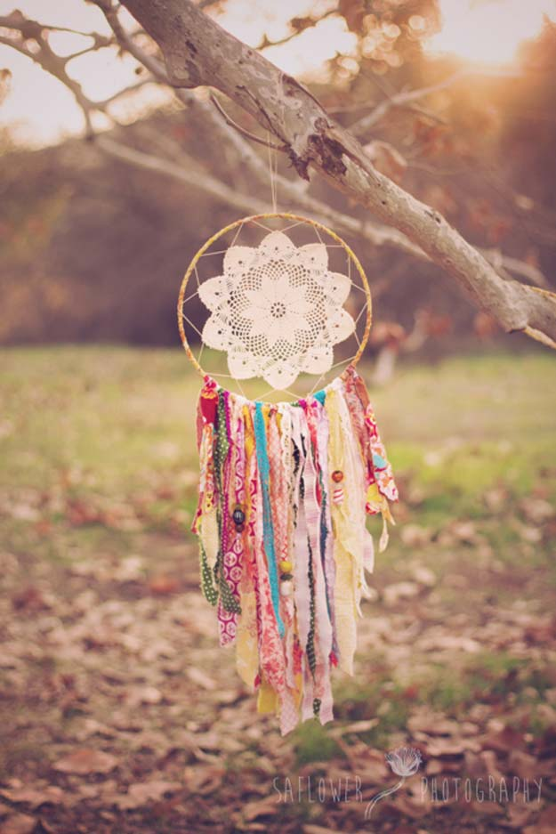 36 diy rainbow crafts that will make you smile all day long for Ideas for making dream catchers