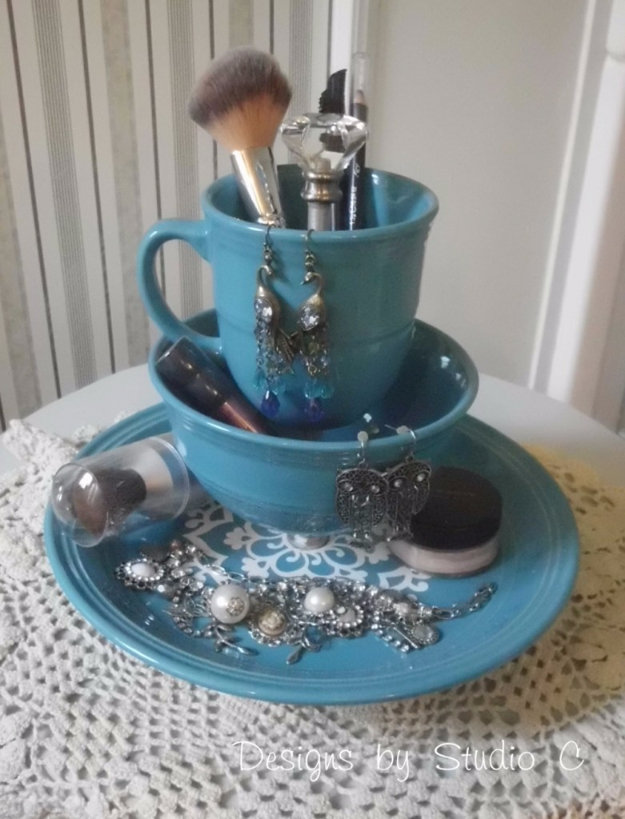 Cool Turquoise Room Decor Ideas - Jewelry Make Up Holder With Dinnerware - Fun Aqua Decorating Looks and Color for Teen Bedroom, Bathroom, Accent Walls and Home Decor - Fun Crafts and Wall Art for Your Room
