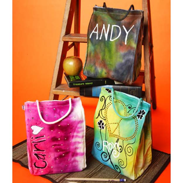DIY Tie Dye Projects and Crafts - Tie Dye Lunch Bags - Cool Tie Dye Ideas for Shirts, Socks, Paint, Sheets, Sharpie, Food and Recipes, Bags, Tshirt and Shoes - Fun Projects and Gifts for Adults, Teens and Teenagers http://diyprojectsforteens.com/diy-tie-dye-ideas