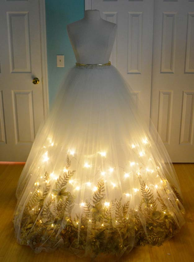 Best Last Minute DIY Halloween Costume Ideas - Christmas Angel Costume - Do It Yourself Costumes for Teens, Teenagers, Tweens, Teenage Boys and Girls, Friends. Fun, Clever, Cheap and Creative Costumes that Are Easy To Make. Step by Step Tutorials and Instructions #halloween #costumeideas #halloweencostumes