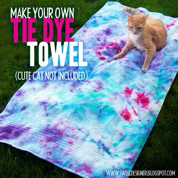 DIY Tie Dye Projects and Crafts - Tie Dye Towel - Cool Tie Dye Ideas for Shirts, Socks, Paint, Sheets, Sharpie, Food and Recipes, Bags, Tshirt and Shoes - Fun Projects and Gifts for Adults, Teens and Teenagers http://diyprojectsforteens.com/diy-tie-dye-ideas