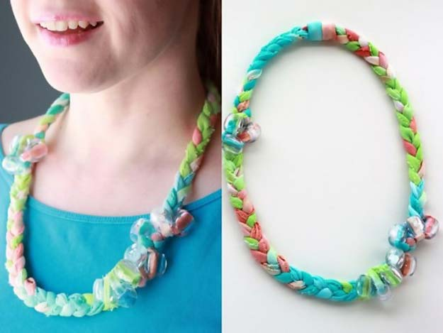 DIY Tie Dye Projects and Crafts - Tie Dyed Fabric Jewelry - Cool Tie Dye Ideas for Shirts, Socks, Paint, Sheets, Sharpie, Food and Recipes, Bags, Tshirt and Shoes - Fun Projects and Gifts for Adults, Teens and Teenagers http://diyprojectsforteens.com/diy-tie-dye-ideas
