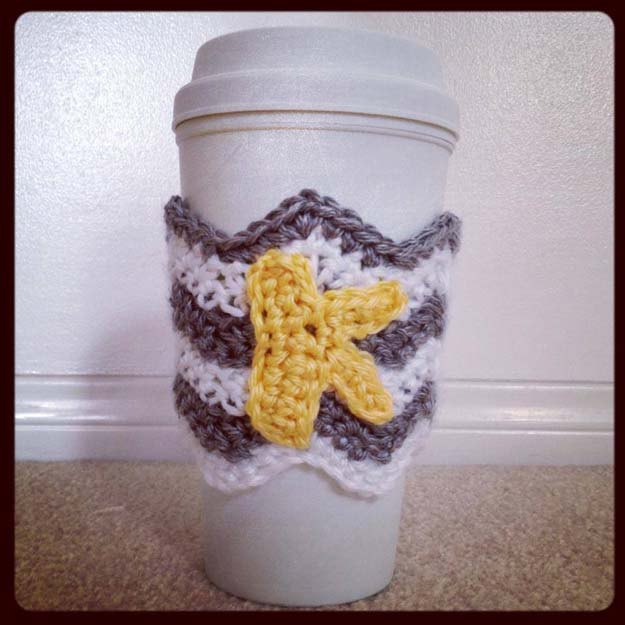 Best DIY Chevron Projects - DIY Chevron Coffee Cozy Crochet Pattern - DIY Wall Art, Home and Room Decor, Canvas Crafts With Chevrons, Furniture and Chairs, Decorations With Paint Ideas Using Chevron Patterns for Bedroom, Bathroom and Teens Rooms. Learn How To Tape Chevron Art With Easy To Follow Step by Step Tutorials http://diyprojectsforteens.com/diy-projects-chevron