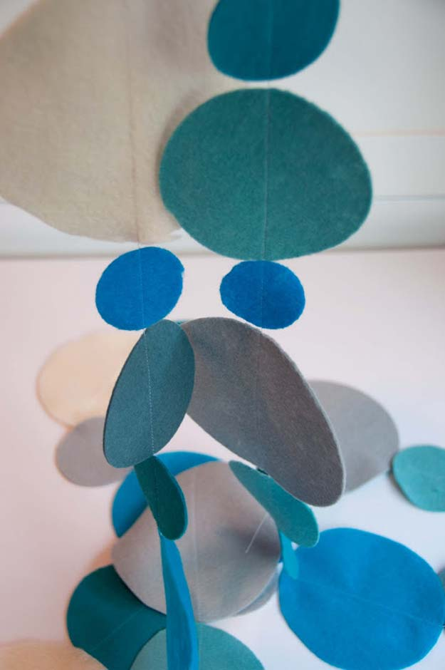 DIY Polka Dot Crafts and Projects - DIY Polka Dot Felt Garland - Cool Clothes, Room and Home Decor, Wall Art, Mason Jars and Party Ideas, Canvas, Fabric and Paint Project Tutorials - Fun Craft Ideas for Teens, Kids and Adults Make Awesome DIY Gifts