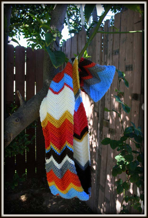 Best DIY Chevron Projects - DIY Chevron Infinity Scarf - DIY Wall Art, Home and Room Decor, Canvas Crafts With Chevrons, Furniture and Chairs, Decorations With Paint Ideas Using Chevron Patterns for Bedroom, Bathroom and Teens Rooms. Learn How To Tape Chevron Art With Easy To Follow Step by Step Tutorials http://diyprojectsforteens.com/diy-projects-chevron