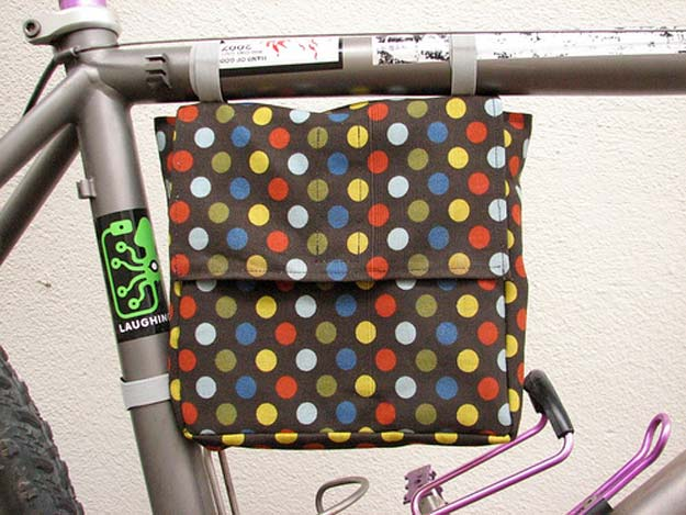 Cool DIY Gifts to Make For Your Boyfriend - DIY Bicycle Frame Lunch Bag - Easy, Cheap and Awesome Gift Ideas to Make for Guys - Fun Crafts and Presents to Give to Boyfriends - Men Love These Gift Card Holders, Mason Jar Kits, Thoughtful Handmade Christmas Gifts - DIY Projects for Teens http://diyprojectsforteens.com/diy-gifts-boyfriend