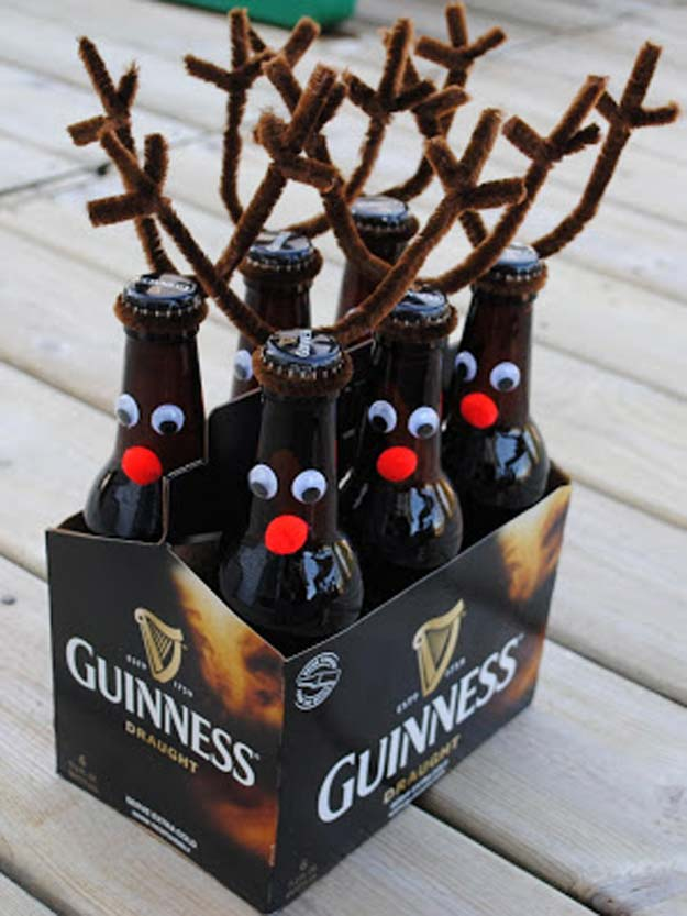 DIY Christmas Presents To Make For Parents - DIY Reindeer Rootbeer / Beer - Cute, Easy and Cheap Crafts and Gift Ideas for Mom and Dad - Awesome Things to Make for Mothers and Fathers - Dollar Store Crafts and Cool Things to Make on A Budger for the Holidays - DIY Projects for Teens http://diyprojectsforteens.com/diy-christmas-gifts-parents