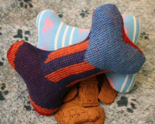 DIY Projects for Your Pet - Easy DIY Sweater Dog Toys - Cat and Dog Beds, Treats, Collars and Easy Crafts to Make for Toys - Homemade Dog Biscuits, Food and Treats - Fun Ideas for Teen, Tweens and Adults to Make for Pets