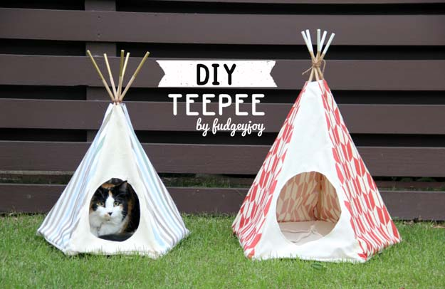 DIY Projects for Your Pet - Do It Yourself Pet Teepee- Cat and Dog Beds, Treats, Collars and Easy Crafts to Make for Toys - Homemade Dog Biscuits, Food and Treats - Fun Ideas for Teen, Tweens and Adults to Make for Pets http://diyprojectsforteens.com/diy-projects-pets