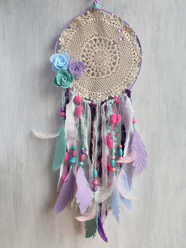 DIY Purple Room Decor - DIY Dream Catcher - Best Bedroom Ideas and Projects in Purple - Cool Accessories, Crafts, Wall Art, Lamps, Rugs, Pillows for Adults, Teen and Girls Room http://diyprojectsforteens.com/diy-room-decor-purple