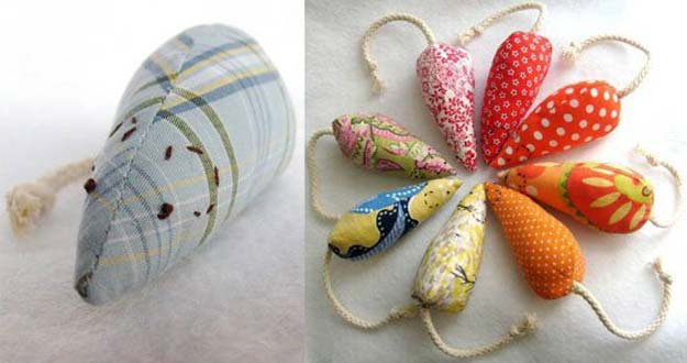 41 crafty diy projects for your pet diy projects for your pet easy do it yourself mosue cat toy sewing tutorial solutioingenieria Gallery