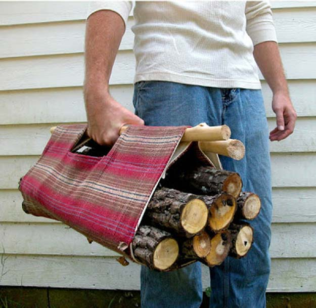 DIY Christmas Presents To Make For Parents - DIY Firewood Tote - Cute, Easy and Cheap Crafts and Gift Ideas for Mom and Dad - Awesome Things to Make for Mothers and Fathers - Dollar Store Crafts and Cool Things to Make on A Budger for the Holidays - DIY Projects for Teens #diygifts #diyteens #teengifts #teencrafts #christmasgifts