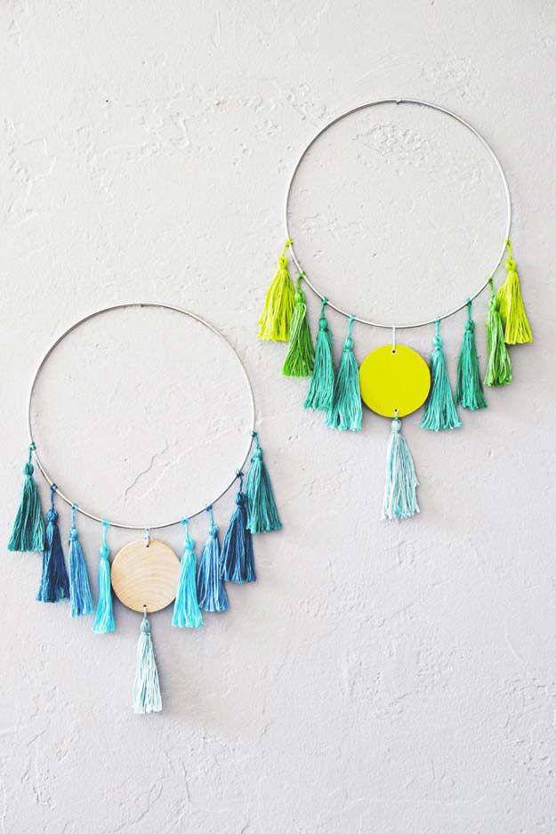 DIY Wall Art Ideas for Teen Rooms - DIY Tassel Wall Hanging - Cheap and Easy Wall Art Projects for Teenagers - Girls and Boys Crafts for Walls in Bedrooms - Fun Home Decor on A Budget - Cool Canvas Art, Paintings and DIY Projects for Teens http://diyprojectsforteens.com/diy-wall-art-teens