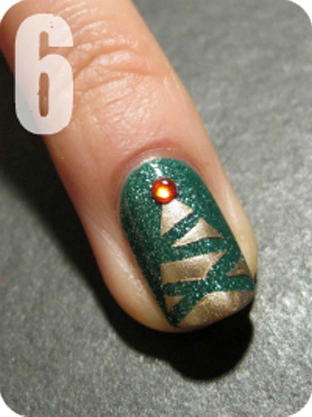 Cool DIY Nail Art Designs and Patterns for Christmas and Holidays - DIY Abstract Christmas tree design - Do It Yourself Manicure Ideas With Christmas Trees, Candy Canes, Snowflakes and Glittery Designs for Holiday Nails - Step by Step Tutorials and Instructions http://diyprojectsforteens.com/holiday-nail-art-patterns/