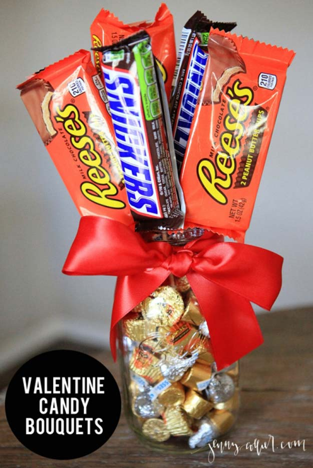 Best Mason Jar Valentine Crafts - Valentine Candy Bouquets Mason Jar - Cute Mason Jar Valentines Day Gifts and Crafts | Easy DIY Ideas for Valentines Day for Homemade Gift Giving and Room Decor | Creative Home Decor and Craft Projects for Teens, Teenagers, Kids and Adults http://diyprojectsforteens.com/mason-jar-valentine-crafts