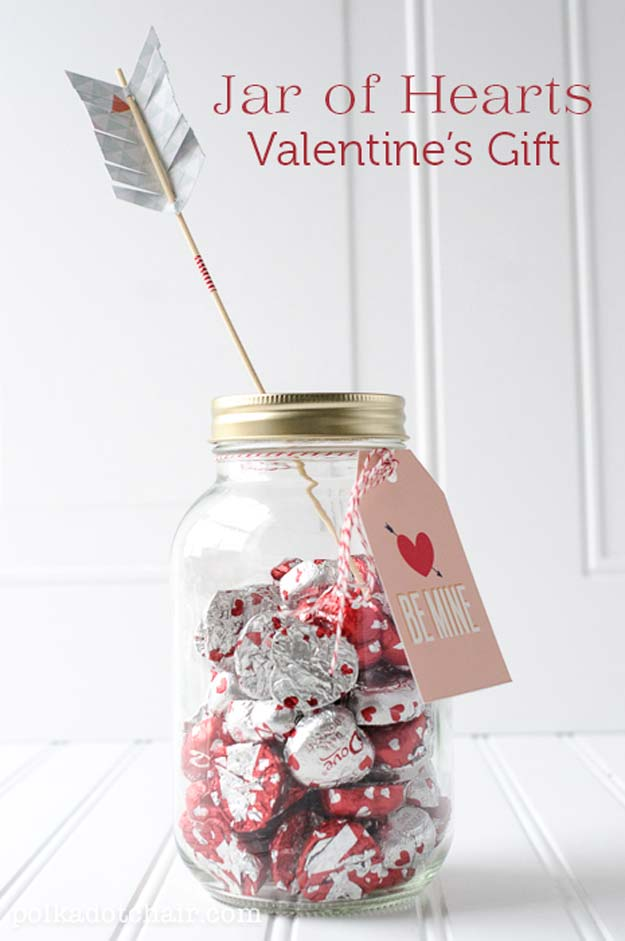 Best Mason Jar Valentine Crafts - Jar Of Hearts - Cute Mason Jar Valentines Day Gifts and Crafts | Easy DIY Ideas for Valentines Day for Homemade Gift Giving and Room Decor | Creative Home Decor and Craft Projects for Teens, Teenagers, Kids and Adults http://diyprojectsforteens.com/mason-jar-valentine-crafts