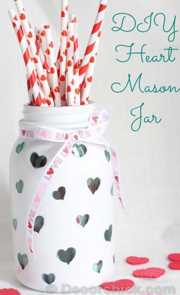 Best Mason Jar Valentine Crafts - DIY Heart Mason Jar - Cute Mason Jar Valentines Day Gifts and Crafts | Easy DIY Ideas for Valentines Day for Homemade Gift Giving and Room Decor | Creative Home Decor and Craft Projects for Teens, Teenagers, Kids and Adults http://diyprojectsforteens.com/mason-jar-valentine-crafts
