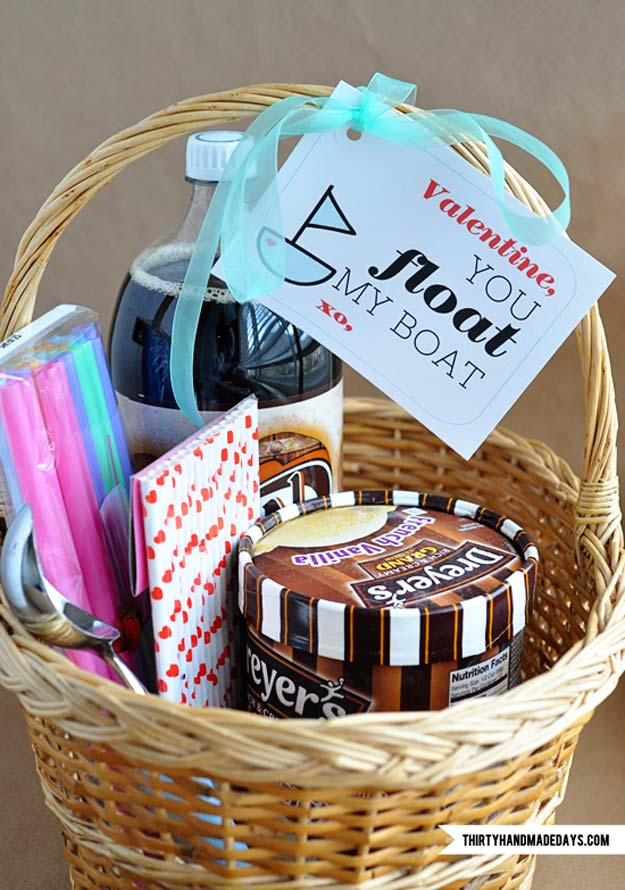 DIY Valentine Gifts - Root Beer Float Kit + Printable - Gifts for Her and Him, Teens, Teenagers and Tweens - Mason Jar Ideas, Homemade Cards, Cheap and Easy Gift Ideas for Valentine Presents http://diyprojectsforteens.com/diy-valentine-gifts