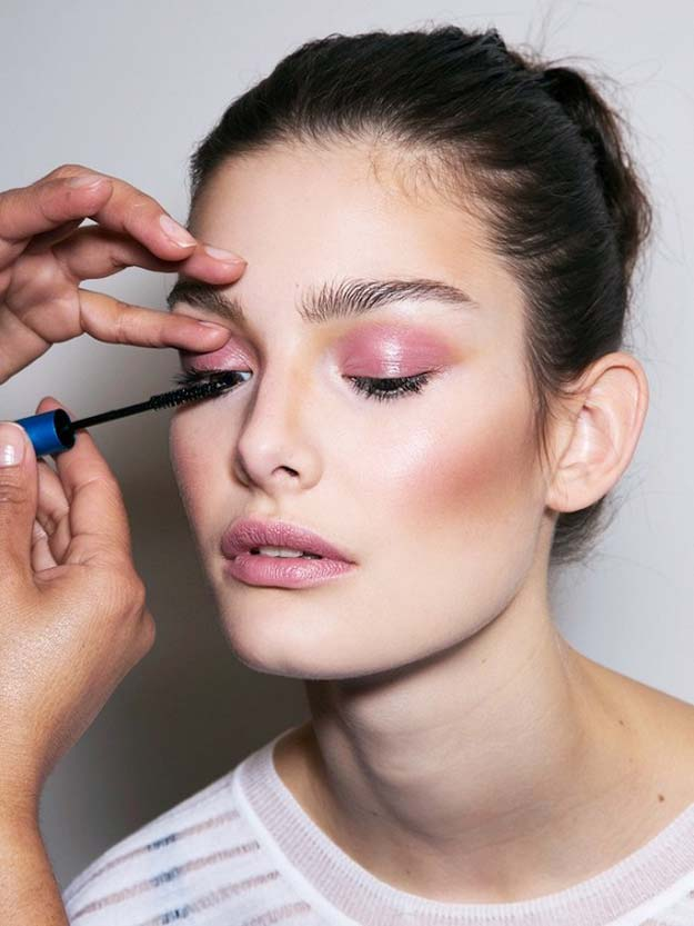 Best Makeup Tutorials for Teens - 11 Things Makeup Artists Want You to Stop Doing - Easy Makeup Ideas for Beginners - Step by Step Tutorials for Foundation, Eye Shadow, Lipstick, Cheeks, Contour, Eyebrows and Eyes - Awesome Makeup Hacks and Tips for Simple DIY Beauty - Day and Evening Looks http://diyprojectsforteens.com/makeup-tutorials-teens