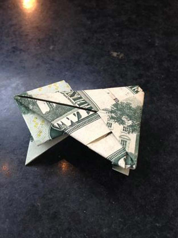 DIY Money Origami - Origami Jumping Money Frog - Step by Step Tutorials for Star, Flower, Heart, Buttlerfly, Animals. Tree, Letters, Bow and Boxes - Cute DIY Gift Ideas for Birthday and Christmas Cards - DIY Projects and Crafts for Teens #teencrafts #origami #moneyorigami