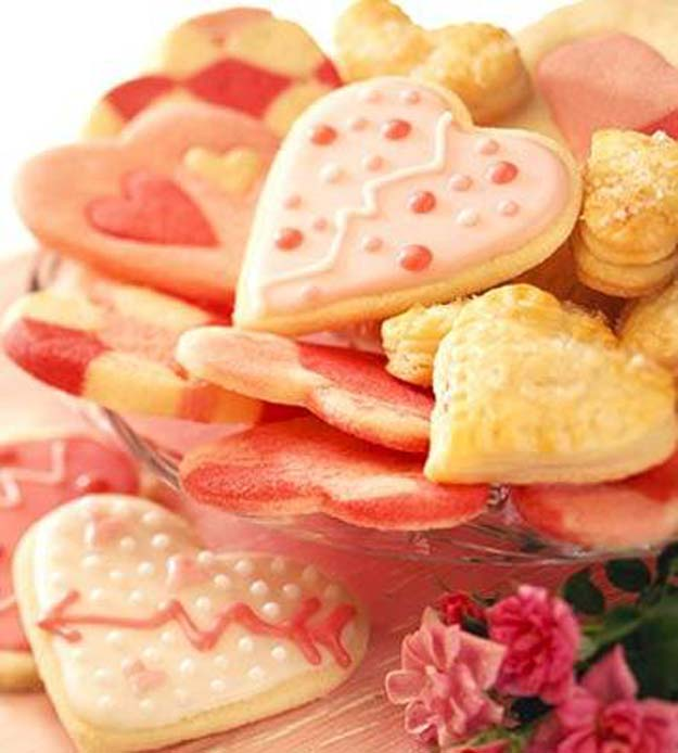 Best Valentines Cookies - Valentine's Day Sugar Cookies - Easy Cookie Recipes and Recipe Ideas for Valentines Day - Cute DIY Decorated Cookies for Kids, Homemade Box Cookies and Bouquet Ideas - Sugar Cookie Icing Tutorials With Step by Step Instructions - Quick, Cheap Valentine Gift Ideas for Him and Her http://diyprojectsforteens.com/valentine-cookie-recipes