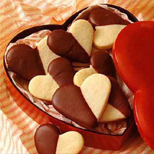 Best Valentines Cookies - Be My Valentine Cookies - Easy Cookie Recipes and Recipe Ideas for Valentines Day - Cute DIY Decorated Cookies for Kids, Homemade Box Cookies and Bouquet Ideas - Sugar Cookie Icing Tutorials With Step by Step Instructions - Quick, Cheap Valentine Gift Ideas for Him and Her http://diyprojectsforteens.com/valentine-cookie-recipes
