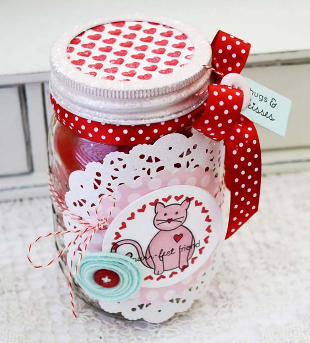 34 Mason Jar Valentine Crafts