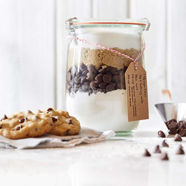 Best Mason Jar Cookies - Chocolate Chip Cookie Mix in Jar - Mason Jar Cookie Recipe Mix for Cute Decorated DIY Gifts - Easy Chocolate Chip Recipes, Christmas Presents and Wedding Favors in Mason Jars - Fun Ideas for DIY Parties, Easy Recipes for Teens, Teenagers, Kids and Teens - Cheap Last Mintue Gift Ideas for Friends, Family and Neighbors
