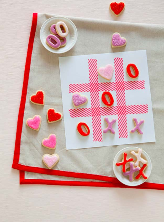Best Valentines Cookies - XOXO Tic Tac Toe Coolkies - Easy Cookie Recipes and Recipe Ideas for Valentines Day - Cute DIY Decorated Cookies for Kids, Homemade Box Cookies and Bouquet Ideas - Sugar Cookie Icing Tutorials With Step by Step Instructions - Quick, Cheap Valentine Gift Ideas for Him and Her http://diyprojectsforteens.com/valentine-cookie-recipes