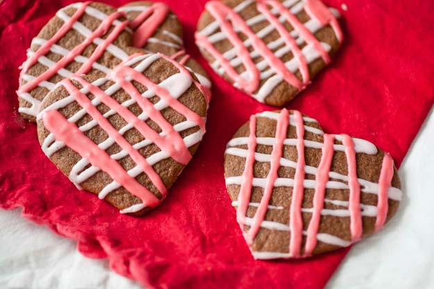 Best Valentines Cookies - Chewy Nutella Sugar Cookies - Easy Cookie Recipes and Recipe Ideas for Valentines Day - Cute DIY Decorated Cookies for Kids, Homemade Box Cookies and Bouquet Ideas - Sugar Cookie Icing Tutorials With Step by Step Instructions - Quick, Cheap Valentine Gift Ideas for Him and Her http://diyprojectsforteens.com/valentine-cookie-recipes