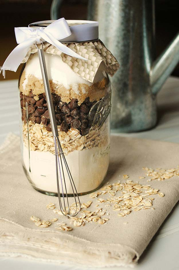 Best Mason Jar Cookies - Chocolate and Oatmeal Cookies in a Jar - Mason Jar Cookie Recipe Mix for Cute Decorated DIY Gifts - Easy Chocolate Chip Recipes, Christmas Presents and Wedding Favors in Mason Jars - Fun Ideas for DIY Parties, Easy Recipes for Teens, Teenagers, Kids and Teens - Cheap Last Minute Gift Ideas for Friends, Family and Neighbors