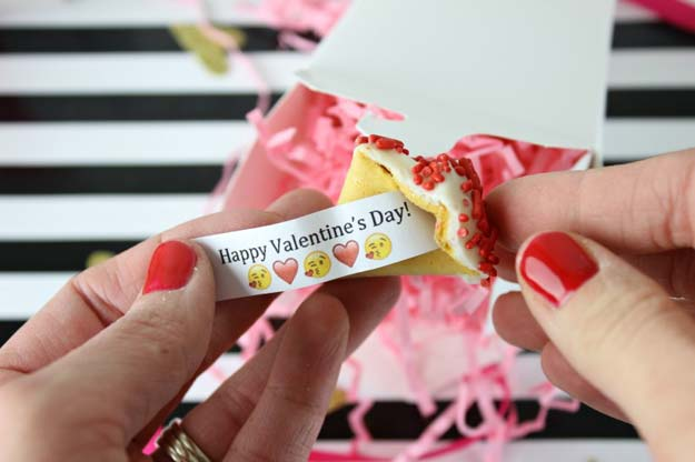 Best Valentines Cookies - DIY Custom Fortune Cookies – Valentine's Edition - Easy Cookie Recipes and Recipe Ideas for Valentines Day - Cute DIY Decorated Cookies for Kids, Homemade Box Cookies and Bouquet Ideas - Sugar Cookie Icing Tutorials With Step by Step Instructions - Quick, Cheap Valentine Gift Ideas for Him and Her http://diyprojectsforteens.com/valentine-cookie-recipes