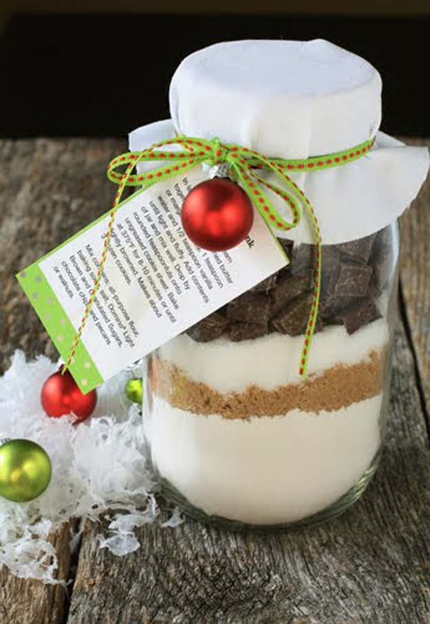 Best Mason Jar Cookies - Chocolate Chunk Cookie Mix in a Jar - Mason Jar Cookie Recipe Mix for Cute Decorated DIY Gifts - Easy Chocolate Chip Recipes, Christmas Presents and Wedding Favors in Mason Jars - Fun Ideas for DIY Parties, Easy Recipes for Teens, Teenagers, Kids and Teens - Cheap Last Mintue Gift Ideas for Friends, Family and Neighbors