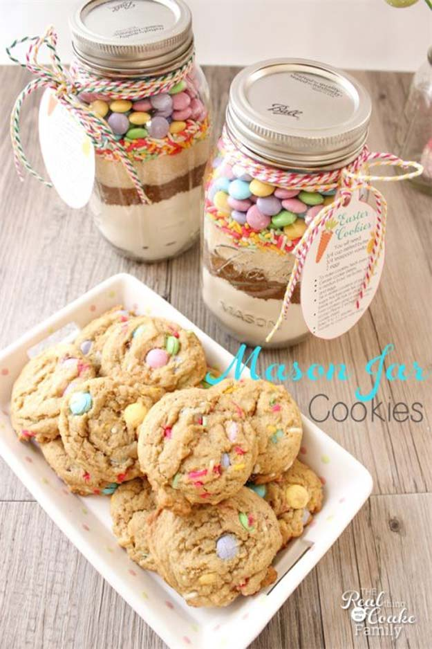 Best Mason Jar Cookies - Easter Mason Jar Cookie Recipe - Mason Jar Cookie Recipe Mix for Cute Decorated DIY Gifts - Easy Chocolate Chip Recipes, Christmas Presents and Wedding Favors in Mason Jars - Fun Ideas for DIY Parties, Easy Recipes for Teens, Teenagers, Kids and Teens - Cheap Last Mintue Gift Ideas for Friends, Family and Neighbors http://diyprojectsforteens.com/mason-jar-cookie-recipes