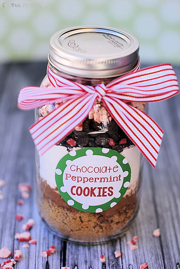 Best Mason Jar Cookies - Chocolate Peppermint & Double Chocolate Toffee - Mason Jar Cookie Recipe Mix for Cute Decorated DIY Gifts - Easy Chocolate Chip Recipes, Christmas Presents and Wedding Favors in Mason Jars - Fun Ideas for DIY Parties, Easy Recipes for Teens, Teenagers, Kids and Teens - Cheap Last Mintue Gift Ideas for Friends, Family and Neighbors http://diyprojectsforteens.com/mason-jar-cookie-recipes