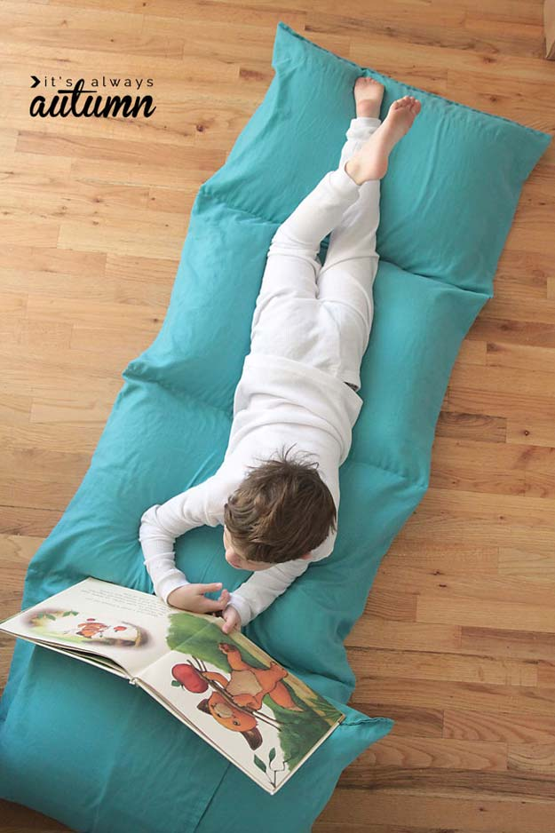 Easy To Make Floor Pillows : 45 Fun DIY pillows - DIY Projects for Teens