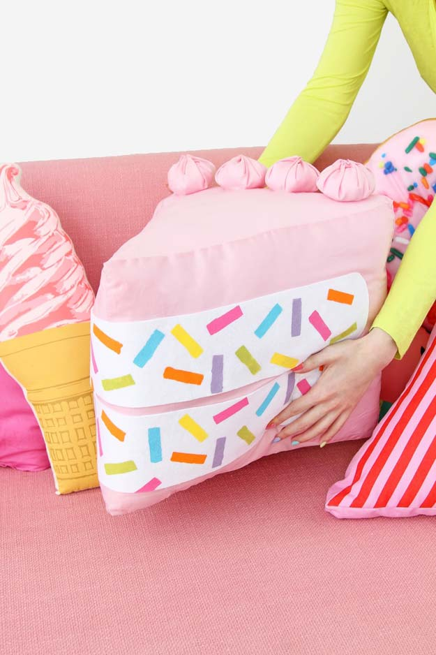 Cute Food Pillows Diy : 45 Fun DIY pillows - DIY Projects for Teens
