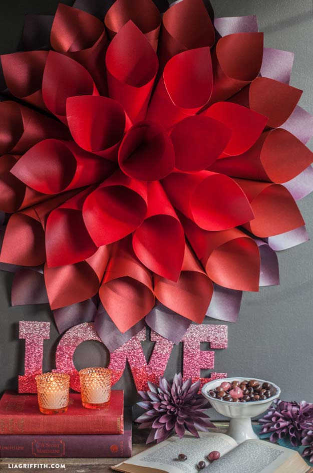 Cool DIY Room Decor Ideas in Red - DIY Star Burst Wall Art - Creative Home Decor, Wall Art and Bedroom Crafts to Accent Your Red Room - Creative Craft Projects and Quick Arts and Crafts Ideas for Teens and Adults - Easy Ways To Decorate on A Budget http://diyprojectsforteens.com/diy-room-decor-red