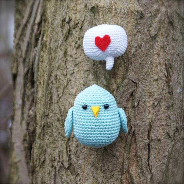 Easy Crochet Patterns and Projects for Teens - Love bird - Best Free Patterns and Tutorials for Crocheting Cute DIY Gifts, Room Decor and Accessories - How To for Beginners - Learn How To Make a Headband, Scarf, Hat, Animals and Clothes DIY Projects and Crafts for Teenagers #crochet #crafts #teencrafts #freecrochet #crochetpatterns