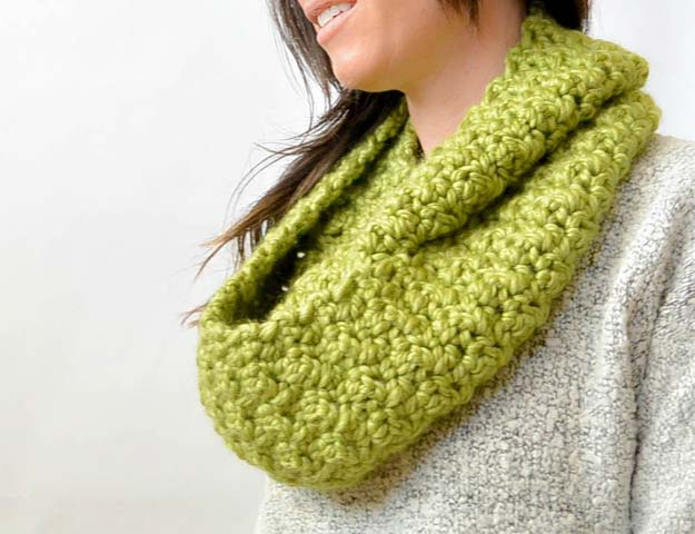 Crochet Patterns and Projects for Teens - Chunky, Squishy Infinity Scarf - Best Free Patterns and Tutorials for Crocheting Cute DIY Gifts, Room Decor and Accessories - How To for Beginners - Learn How To Make a Headband, Scarf, Hat, Animals and Clothes DIY Projects and Crafts for Teenagers #crochet #crafts #teencrafts #freecrochet #crochetpatterns
