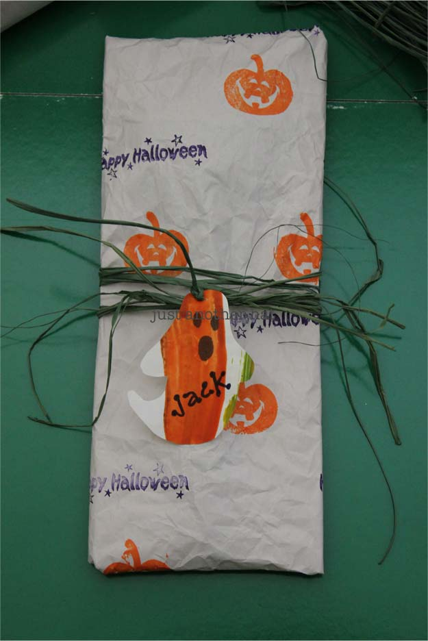 Cool Things to Make With Leftover Wrapping Paper - Halloween Wrapper- Easy Crafts, Fun DIY Projects, Gifts and DIY Home Decor Ideas - Don't Trash The Christmas Wrapping Paper and Learn How To Make These Awesome Ideas Instead - Creative Craft Ideas for Teens, Tweens, Teenagers, Boys and Girls http://diyprojectsforteens.com/diy-projects-wrapping-paper