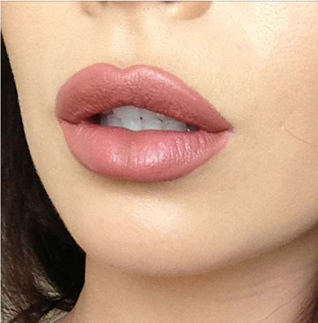 Lipstick Tutorials - Best Step by Step Makeup Tutorial How To - How to Get Kylie Jenner's Overlined Lips - Easy and Quick Ways to Apply Lipstick and Awesome Beauty Ideas - Cool Ideas for Teen Makeup for School, Party and Special Occasion - Makeup Tutorials for Beginners - Lip Liner Tips and Tricks to Add Volume, DIY Lip Techniques for Fuller Lips - DIY Projects and Crafts for Teens