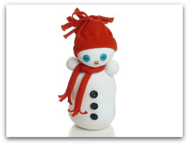 Cool Crafts Made With Old Socks - How to Make a Sock Snowman - Fun DIY Projects and Gifts You Can Make With A Sock - Easy DIY Ideas for Teens, Teenagers, Kids and Adults - Step by Step Tutorials and Instructions for Making Room Decor, Animals, Cat, Rabbit, Owl, Puppets, Snowman, Gloves http://diyprojectsforteens.com/diy-crafts-ideas-socks