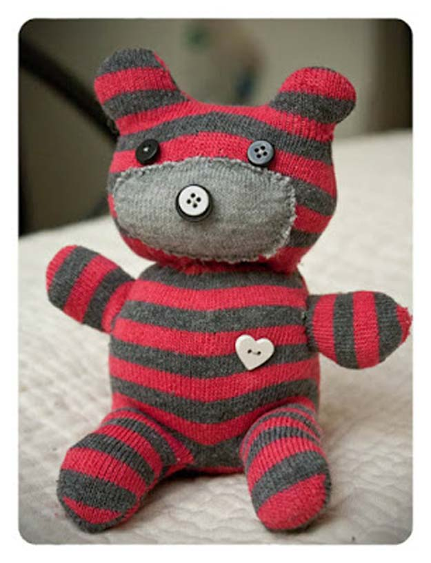 Cool Crafts Made With Old Socks - How to Make a Sock Teddy Bear - Fun DIY Projects and Gifts You Can Make With A Sock - Easy DIY Ideas for Teens, Teenagers, Kids and Adults - Step by Step Tutorials and Instructions for Making Room Decor, Animals, Cat, Rabbit, Owl, Puppets, Snowman, Gloves http://diyprojectsforteens.com/diy-crafts-ideas-socks