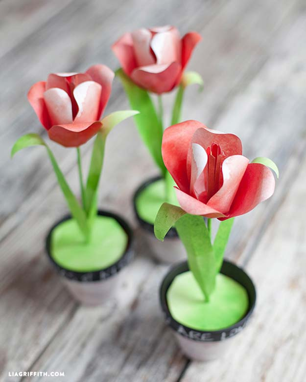 Cool DIY Room Decor Ideas in Red - Make a Few Watercolor Paper Tulips - Creative Home Decor, Wall Art and Bedroom Crafts to Accent Your Red Room - Creative Craft Projects and Quick Arts and Crafts Ideas for Teens and Adults - Easy Ways To Decorate on A Budget http://diyprojectsforteens.com/diy-room-decor-red