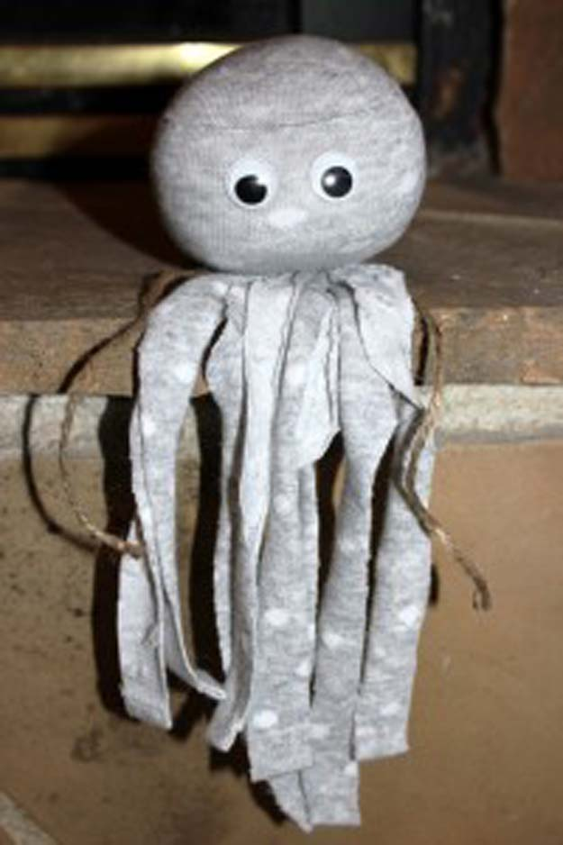 Cool Crafts Made With Old Socks - No Sew Socktopus - Fun DIY Projects and Gifts You Can Make With A Sock - Easy DIY Ideas for Teens, Teenagers, Kids and Adults - Step by Step Tutorials and Instructions for Making Room Decor, Animals, Cat, Rabbit, Owl, Puppets, Snowman, Gloves