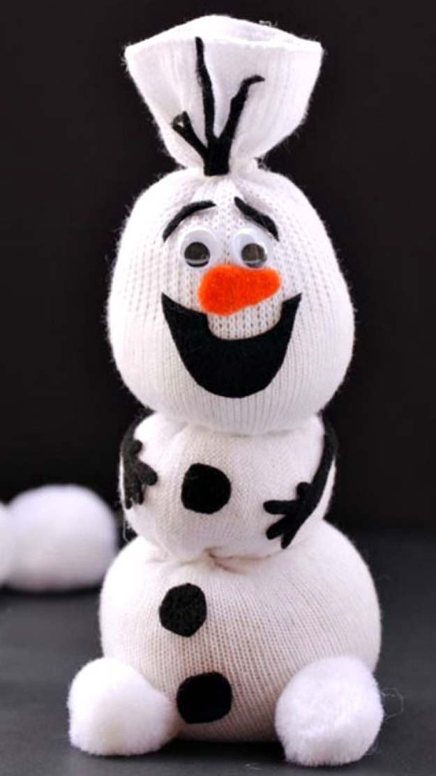 Cool Crafts Made With Old Socks - Olaf Sock Snowman Tutorial - Fun DIY Projects and Gifts You Can Make With A Sock - Easy DIY Ideas for Teens, Teenagers, Kids and Adults - Step by Step Tutorials and Instructions for Making Room Decor, Animals, Cat, Rabbit, Owl, Puppets, Snowman, Gloves