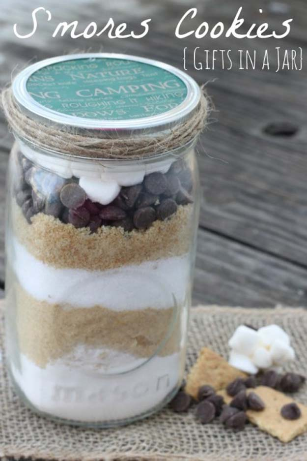 Best Mason Jar Cookies - S'mores Cookies - Mason Jar Cookie Recipe Mix for Cute Decorated DIY Gifts - Easy Chocolate Chip Recipes, Christmas Presents and Wedding Favors in Mason Jars - Fun Ideas for DIY Parties, Easy Recipes for Teens, Teenagers, Kids and Teens - Cheap Last Mintue Gift Ideas for Friends, Family and Neighbors http://diyprojectsforteens.com/mason-jar-cookie-recipes